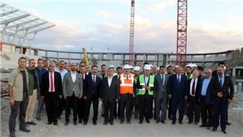 Binali Yıldırım, Erzincan'da stat ve hastane inşaatını inceledi