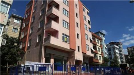 Maltepe'de boşaltılan riskli binadan karot örnekleri alındı