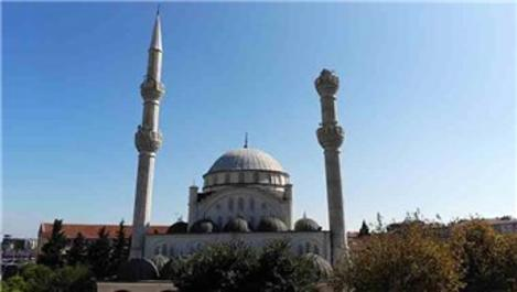 Depremde caminin minaresi yıkıldı
