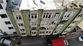 Esenyurt'ta depremde çatlaklar oluşan bina boşaltıldı