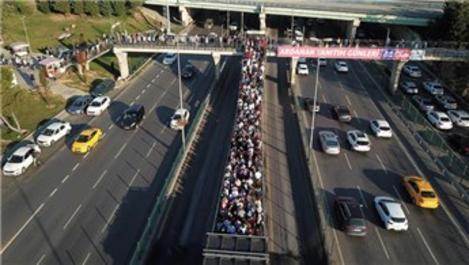 Altunizade metrobüs durağındaki aşırı yoğunluk görüntülendi
