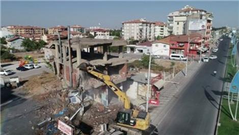 Malatya Yeşilyurt'ta riskli binalar yıkılıyor