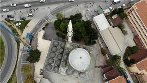 Depremde minaresi yıkılan camide çalışmalar devam ediyor