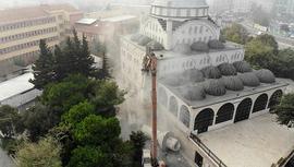 Avcılar'daki caminin ikiz minaresinin yıkımı tamamlandı