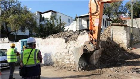 Bodrum'da 100 yıllık tescilli bina yıkıldı