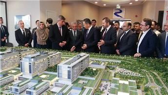 Vali Yerlikaya, Başakşehir Şehir Hastanesi inşaatını gezdi
