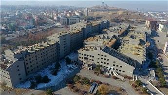Erzurum'da atıl hastane binasının yıkımına başlandı