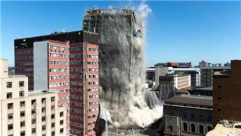 Güney Afrika'da 108 metrelik bina yıkıldı