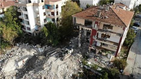 Büyükçekmece'de riskli durumdaki 5 bloklu site yıkıldı