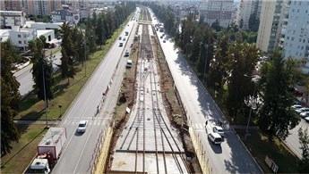 Antalya'daki 3. Etap Raylı Sistem'de raylar döşenmeye başladı