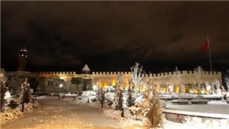 Erzurum Kalesi ve Saat Kulesi ışıklandırıldı