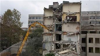 Çapa Diş Hekimliği Fakültesi'nde yıkım başladı