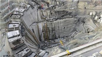 Yusufeli Barajı'nın gövdesine 2.2 milyon metreküp beton döküldü