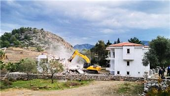 Marmaris Selimiye'de kaçak yapıların yıkımı başladı