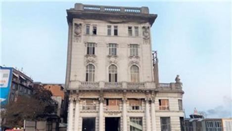 Karaköy'deki Ziraat Bankası binasının restorasyonu uzadı!