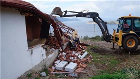 Marmaris'te imara aykırı yapı yıkımları devam ediyor