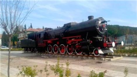 Son lokomotif Soma istasyon meydanına