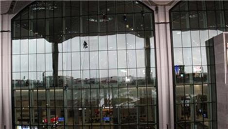 İstanbul Havalimanı'nın terminal camları dağcılara emanet!