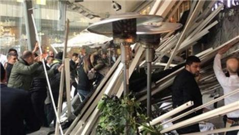 Zorlu Center AVM'de bir kafenin çatısı çöktü