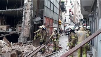 Beyoğlu'nda tadilat halindeki binada çökme meydana geldi