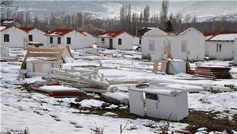 Simav'da depremin izleri siliniyor