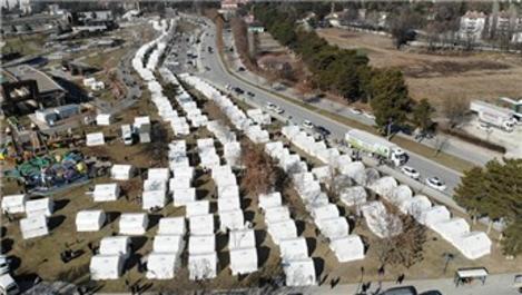 Depremden etkilenen vatandaşlar çadır kentlerde yaşıyor