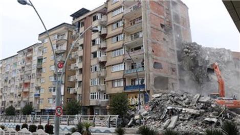 Elazığ'da 23 noktada yıkım sürüyor