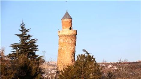 Pisa kulesinden daha fazla eğik olan minare depremden etkilenmedi