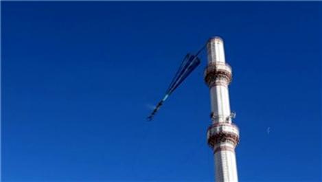 Denizli'de şiddetli rüzgar nedeniyle cami minaresi yıkıldı