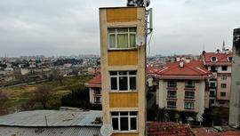 Fatih'teki 5 katlı bina görenleri hayrete düşürüyor!