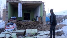 Van'da iki depremin yaşandığı köyde sağlam ev kalmadı