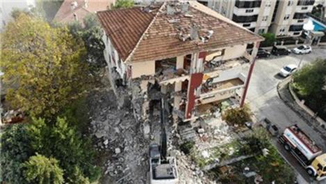 Büyükçekmece'de deprem riski taşıyan 4 bina daha yıkıldı