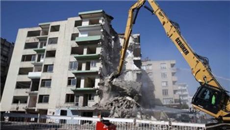 İzmir'deki yatık binalarda yıkım başladı