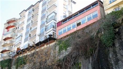 Giresun'da kayalar üzerindeki evler görüntüleri ile dikkat çekiyo