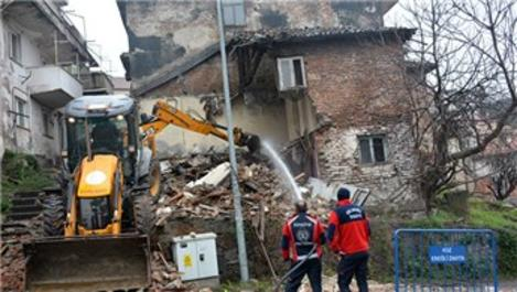 Karadeniz Ereğli'de metruk binalar yıkılıyor