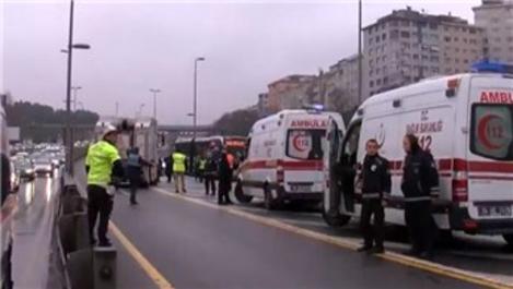 Haliç Köprüsü'nde iki metrobüs çarpıştı!