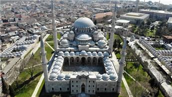 İstanbul'un tarihi camileri boş kaldı