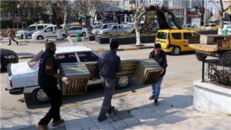 Üsküdar'da korona virüs tedbiri olarak banklar kaldırıldı