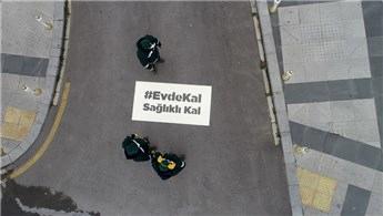"""İstanbul'da sokaklara """"Evde kal, sağlıklı kal"""" yazıldı"""