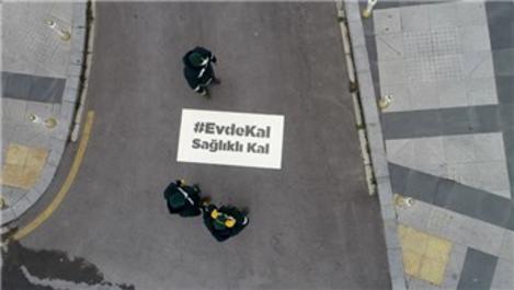 İstanbul'da sokaklara 'Evde kal, sağlıklı kal' yazıldı