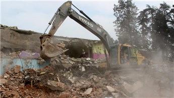 Düzce'de riskli okul binasının yıkımı gerçekleştirildi