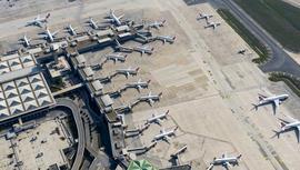 Atatürk Havalimanı, uçuşlar iptal olunca uçaklarla doldu