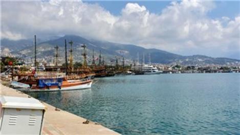 Alanya'da dünyaca ünlü sahiller boş kaldı