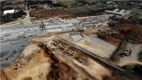 Sancaktepe'de yapılan hastanenin zemin betonu dökülüyor