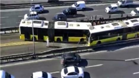 Avcılar'da iki metrobüs kafa kafaya çarpıştı