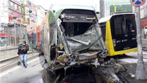 Sultangazi'de tramvay raydan çıktı