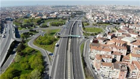 İstanbul'da kısıtlamanın 3'üncü gününde yollar boş kaldı