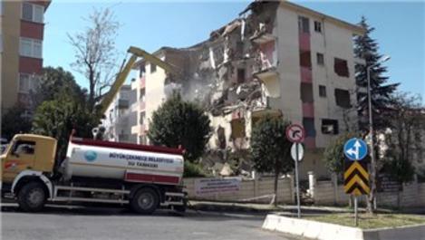 Büyükçekmece'de hasar gören binaların yıkımına devam edildi