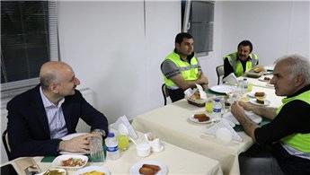 Bakan Karaismailoğlu, otoyol şantiyesinde işçilerle iftar yaptı