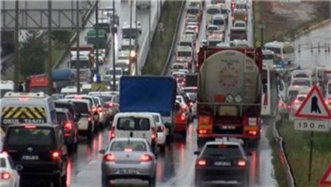 İstanbul'un çıkışında 65 yaş üstü yoğunluğu yaşanıyor